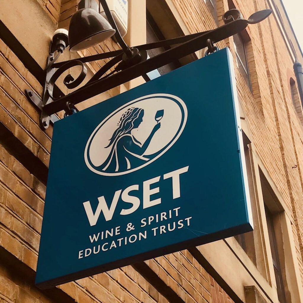 Cinco grandes diferencias entre el mercado del vino inglés y español 5 cartel cuadradao